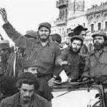Fidel festejando el triunfo de la Revolución Cubana con sus compañeros.